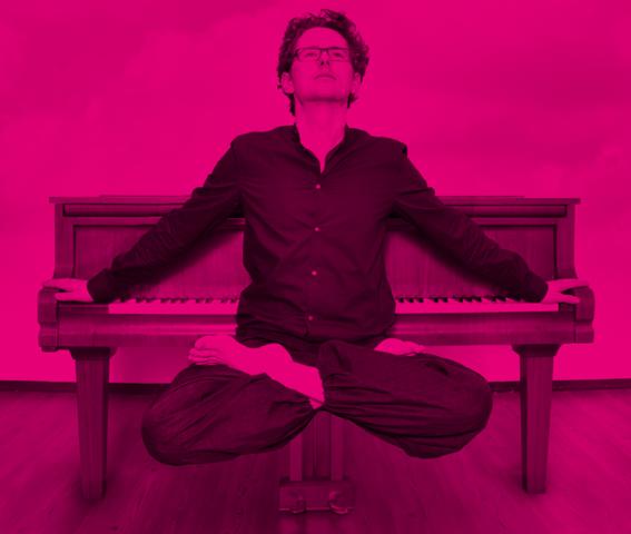 """Andreas Loh, Pianist, Komponist Und Einer Der Bekanntesten Yogalehrer Deutschlands, Schätzt An DigiMediaL_musik Besonders: """"die Intensive Auseinandersetzung Mit Dem Vielseitigen Thema Social Media"""""""